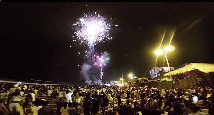 Asi se vive el fin de Año en Montañita